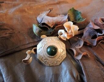 Art Deco Egyptian Revival 925 Sterling Silver & Malachite Brooch / Pin
