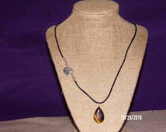 N101 Necklace with Single tiger eye Pendant