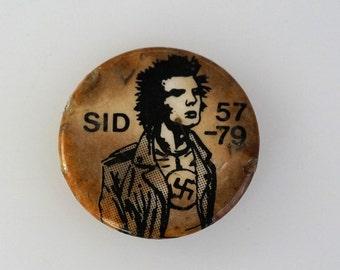 Sid Vicious 57-79 Vintage Original Pin Back Punk Button Badge