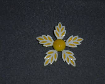 1950s 1960s  Daisy Pin/Brooch  Unmarked