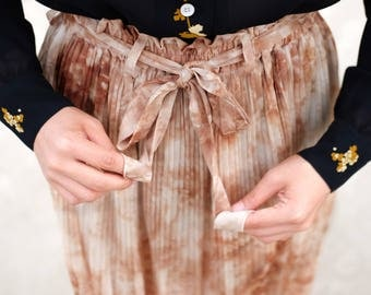 Brown and beige shibori inspired skirt / Japanese vintage skirt / Tie Dye inspo / Ruffled waist / Sash belt / Ethereal / Romantic /Size XS-S