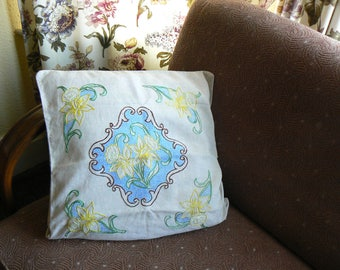 Nostalgic vintage embroidered cushion cover