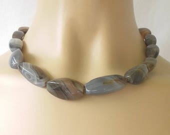 Vintage 60s glass gray beads necklace