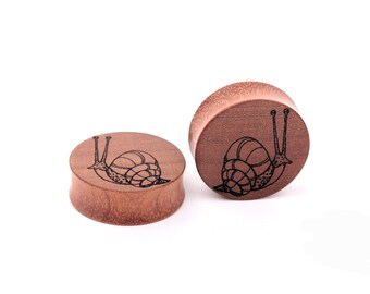 engraved gauges - ear plugs - custom plugs - snail - free customization - wood gauges -  organic ear plugs -  - personalized plugs - gift