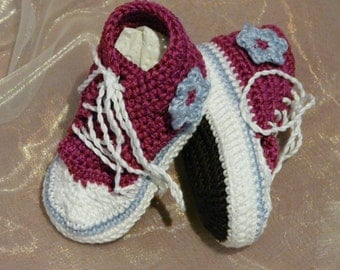 Crocheted baby sneakers, sneakers with glitter yarn