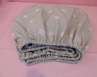 Fitted Crib sheet ,Pink stars on gray.