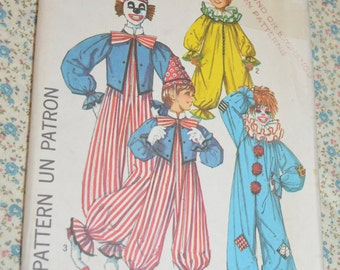 Simplicity 7162 Boys and Girls Clown Costume Sewing Pattern - UNCUT  - Size 6 - 8