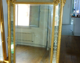 Large mirror Napoleon 3 late nineteenth century gilded stucco and glazing bead