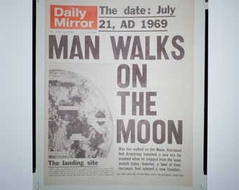 Man Walks On The Moon - Daily Mirror - 1969 - TRANSPARENCY.