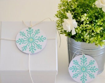 Christmas Gift Tags with Twine Set of 10 Die Cut Snowflakes, Custom Holiday Gift Tags, Christmas Party Favors, Gift Wrapping Tags XMAS006