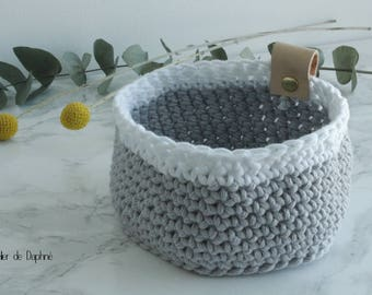 Crochet basket and leather, gray and white, rivet brass