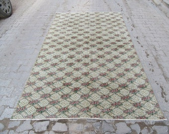5.6x9.3 Ft Vintage floral Turkish rug