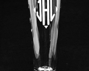 Personalized Beer Glasses • Custom engraved • Pilsner glass • Groomsmen •  Wedding glassware • Barware • Gifts for him • Wedding party gift