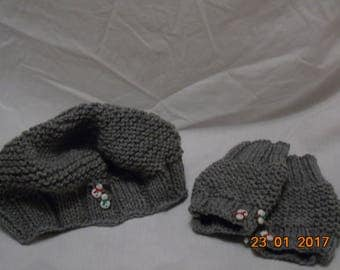 Hat and gloves with snowman detail