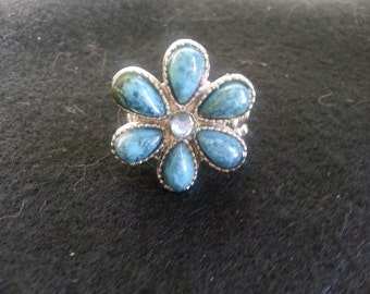 6 petal flower ring with stretch band
