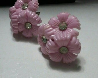 Pinkish lavendar very vintage screw backs flower with center rhinestone earrings.