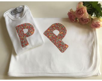 Gift set, bespoke applique baby blanket and bodysuit, baby gift set, newborn top and blanket