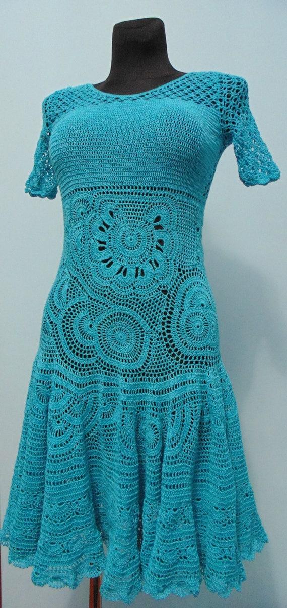 Vestido azul turquesa con encaje