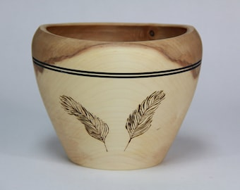 Decorative maple bowl