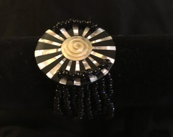 Bkack Beaded Bracelet with Spiral Center