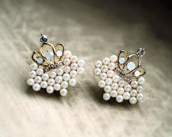 HYMEN Little Pearly Elegance Style Crown Earrings