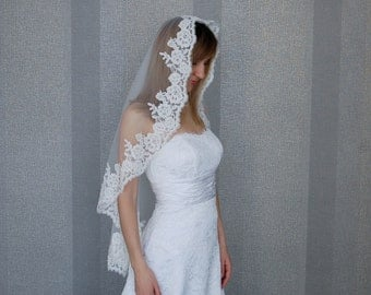 Mantilla Veil with beaded, Ivory Fingertip veil, White Bridal veil, White veil, White veil, one tier veil, Cathedral veil, FREE SHIPPING