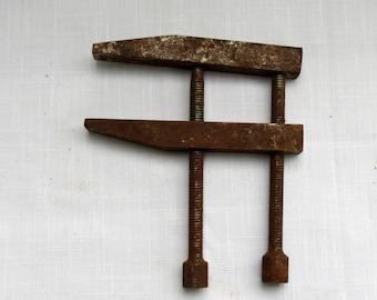 rustic vintage metal clamp,vintage clamp,rusty clamp,vintage tool,rusty tool,antique tool,heavy duty clamp,tool,clamp tool,vintage rusty