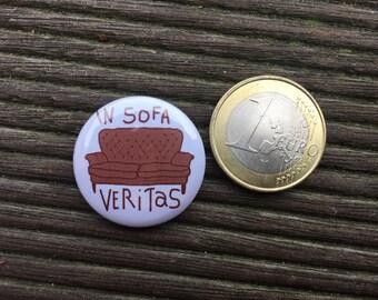 In Sofa Veritas Button