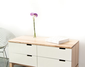 Quattro dresser in Ash/white lacquer drawer fronts