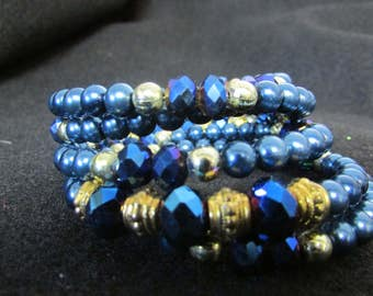 Gorgeous blue Wire wrap beaded bracelet.