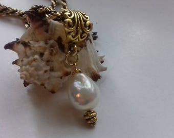 White Kasumi-like freshwater pearl 15 mm. pendant and choker necklace