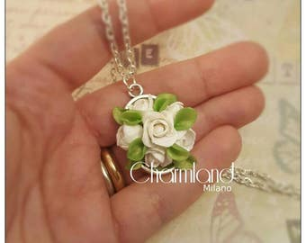 Cameo necklace white roses bouquet