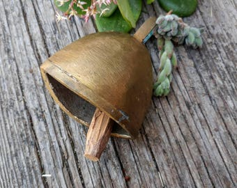 Vintage Brass Cow Bell With Wood Dinger// Rustic Cowbell Farmhouse Decor // Wedding Decor