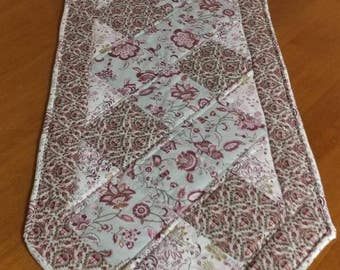 Quilted Zig Zag Table Runner