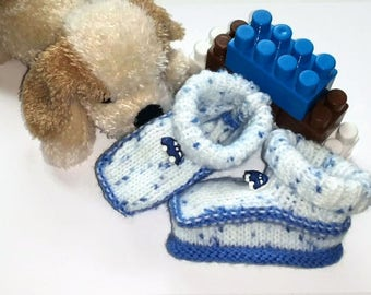 Button boy hand knitted blue baby booties car
