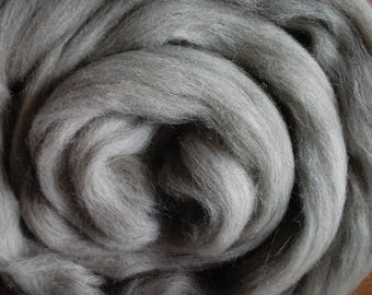 Arctic Fox, Spinning Fiber- Merino wool roving gray/beige for Spinning and Felting 25 microns