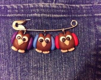 owl,jewelry,brooch,brown,white,polymer clay, handmade, birds,bird,beautiful,red,blue,purple