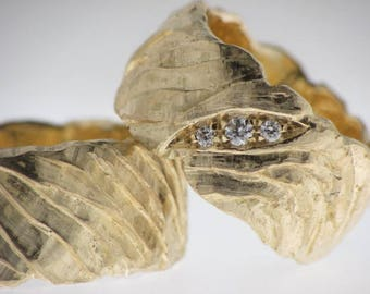 Gold wedding ring barked with or without diamonds