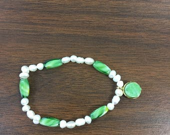 Jade glass and pearl bracelet
