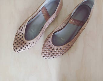 Women's vintage, leather woven flats 6.5