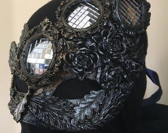 Mens Masquerade mask. Gold/Silver