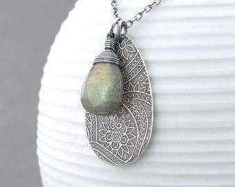 Labradorite Necklace Gemstone Necklace Silver Charm Necklace Gemstone Jewelry Silver Necklace Modern Jewelry - Solo