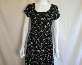 Closing Shop Sale 40% Off 90's BLACK & White Floral Cotton Dress