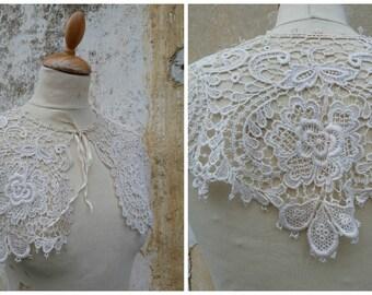 Vintage 1890/1900 French Victorian  crochet  lace collar / Cotton / Cream