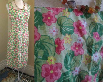 Vintage Frog dress 60s Pink flowers and Green Frogs dress Floral print Vintage fitted shift dress Lily Pads 60s mini dress M L
