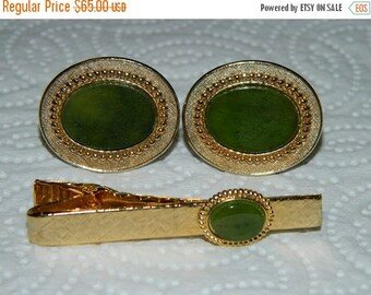 On Sale Vintage 1970's Jewelry Mens Cufflinks & Tie Clip, Jade Green, Stone, Good Luck Green, retro 70's fashion design style Formal Jewelry