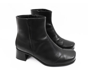 90's black chunky ankle boots // vintage leather CHELSEA boots // chunky heels // square toes // women's size 7 W