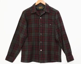 50's vintage Sir PENDLETON wool shirt // loop collar // french seams // PLAID lumberjack boyfriend shirt // men's S M