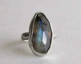 Dark Blue Labradorite Ring - Size 7.5 - Patterned Ring Band