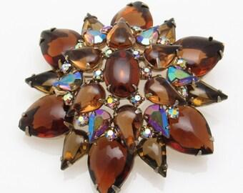 Large Domed Rhinestone Brooch Star Flower Jewelry Vintage P7488